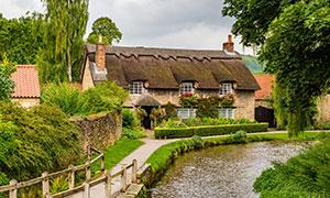 在河边的房子景观风光摄影高清图片