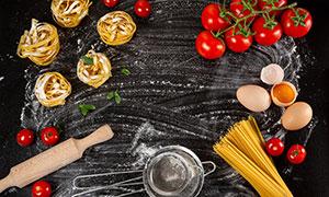 面条与鸡蛋番茄等特写摄影高清图片