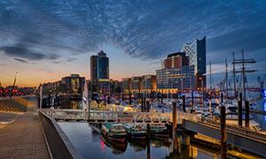 华灯初上城市建筑夜景摄影高清图片