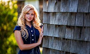 短袖裙装金发美女模特摄影高清图片