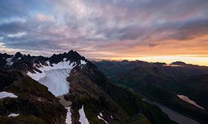黄昏晚霞云彩连绵群山摄影高清图片