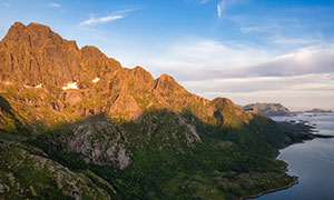 蓝天海边群山自然风光摄影高清图片