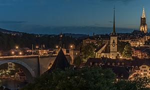 瑞士伯尔尼建筑物桥梁夜景高清图片
