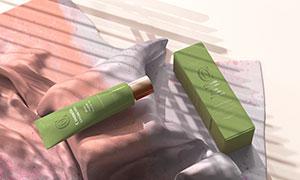 顺滑布料上的护肤产品包装样机模板