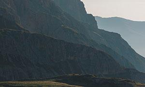 崇山峻岭湖泊植被风光摄影高清图片