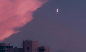 建筑住宅楼与明月白云摄影高清图片