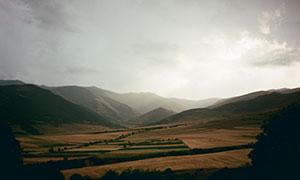多云天空下的群山农田摄影高清图片
