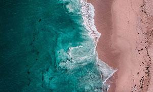 航拍视角海浪沙滩风光摄影高清图片