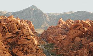 山间丘陵地带蜿蜒小路摄影高清图片