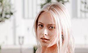 中分秀发抹胸装扮美女摄影高清图片