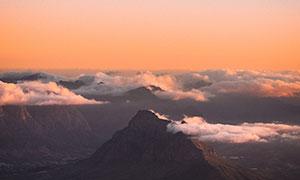 白云飘飘险峻高山风光摄影高清图片