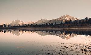 湖泊树木雪山自然风光摄影高清图片