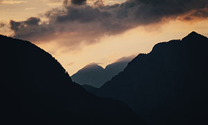 黄昏天空乌云群山风光摄影高清图片