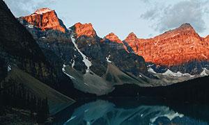 蓝天湖泊山峦自然风光摄影高清图片