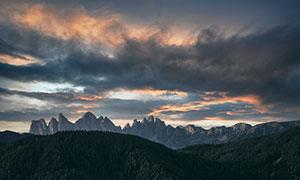 天空乌云下的群山森林摄影高清图片