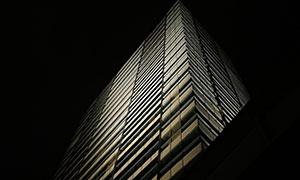 夜幕中的高楼大厦建筑摄影高清图片