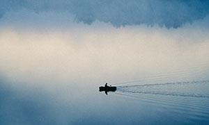 云雾茫茫湖泊自然风光摄影高清图片