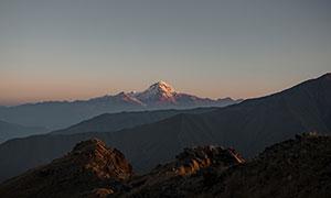 黄昏夕阳西下连绵群山摄影高清图片