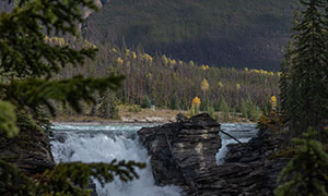 山峰瀑布峭壁巖石風光攝影高清圖片