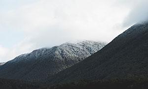 藍天白云下的高山風光攝影高清圖片
