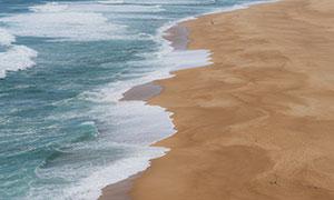 漲潮時的大海沙灘風光攝影高清圖片