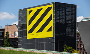 建筑物立面張貼的巨幅海報樣機模板