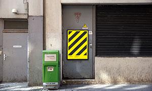 鐵門上的廣告海報樣機模板分層素材