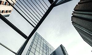 仰视视角城市商务写字楼宇高清图片