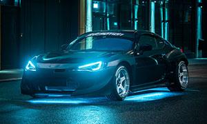 亮着车灯的保时捷911摄影高清图片