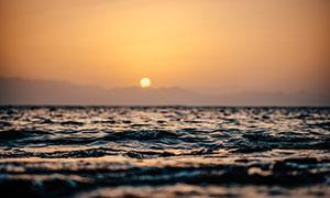 远山夕阳海面自然风光摄影高清图片